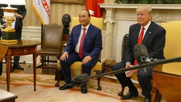 Hai nhà lãnh đạo chào giới truyền thông tại Nhà Trắng chiều 31-5 trước khi bước vào hội đàm - Sputnik Việt Nam