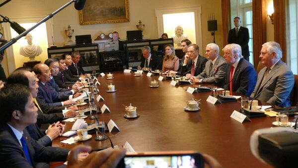 Phái đoàn Việt Nam và phái đoàn Mỹ bên bàn hội đàm - Sputnik Việt Nam