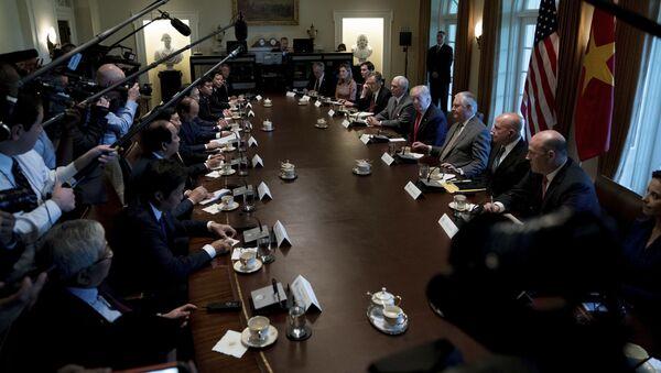 Cuộc hội đàm giữa Thủ tướng Nguyễn Xuân Phúc và Tổng thống Mỹ Donald Trump ở Washington - Sputnik Việt Nam