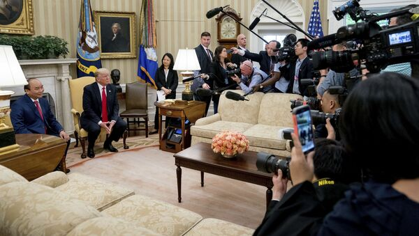 Премьер-министр Вьетнама Нгуен Суан Фук и президент США Дональд Трамп в Вашингтоне - Sputnik Việt Nam