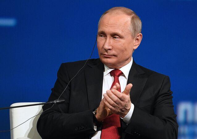 Vladimir Putin phát biểu tại phiên họp toàn thể SPIEF.