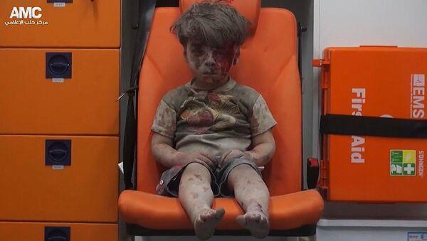 cậu bé được gọi là biểu tượng đau khổ của Aleppo - Sputnik Việt Nam