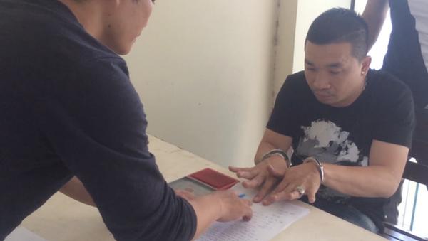 Văn Kính Dương thời điểm bị bắt giữ và khám xét nơi ở - Sputnik Việt Nam