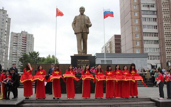Khánh thành tượng đài Chủ tịch Hồ Chí Minh tại thành phố Ulyanovsk, LB Nga - Sputnik Việt Nam