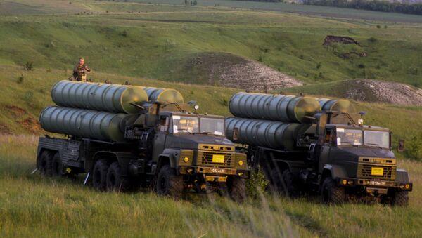 Các bệ phóng S-300 tập kết vị trí chỉ định... - Sputnik Việt Nam