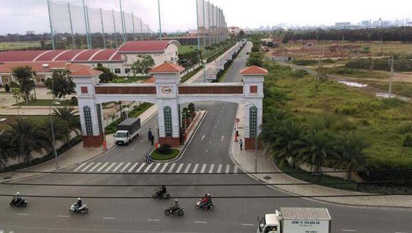 Cổng vào sân golf trong sân bay Tân Sơn Nhất - Sputnik Việt Nam