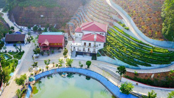 Khu dinh thự bề thế, hoành tráng của gia đình ông Phạm Sỹ Quý, Giám đốc Sở TN&MT tỉnh Yên Bái. - Sputnik Việt Nam