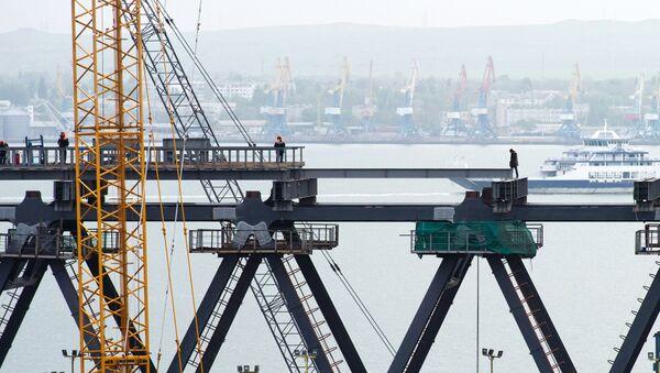 công trường xây dựng cầu qua eo biển Kerch ở Crưm - Sputnik Việt Nam