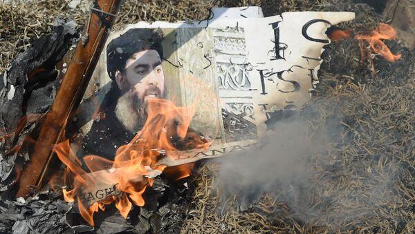 Thủ lĩnh IS Ibrahim Abu Bakr al-Baghdadi - Sputnik Việt Nam