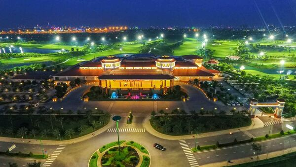 Cận cảnh khu sân golf hoành tráng trong sân bay Tân Sơn Nhất như thách thức dư luận và các cơ quan chức năng. - Sputnik Việt Nam