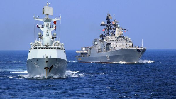 In this Friday, Sept. 16, 2016 photo released by Xinhua News Agency, Chinese Navy frigate Huangshan, left, and Russian Navy antisubmarine ship Admiral Tributs take part in a joint naval drill at sea off south China's Guangdong Province. - Sputnik Việt Nam