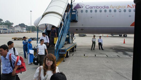 Một chuyến bay khách mua vé của Vietnam Airlines song lên máy bay của Cambodia Angkor Air - Sputnik Việt Nam