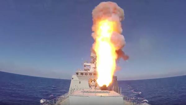 Nga giáng đòn tấn công bằng tên lửa Kalibr vào các vị trí của IS ở Syria (Video) - Sputnik Việt Nam