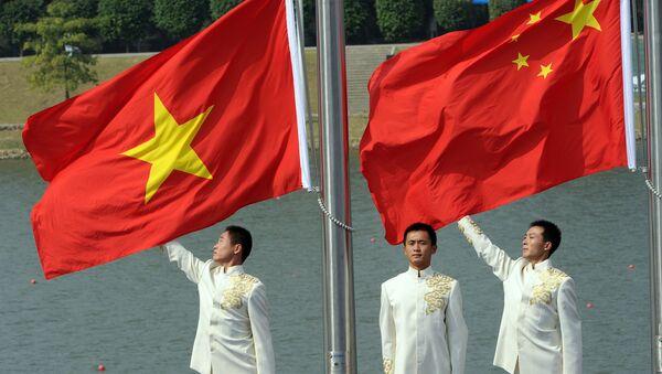 Cờ quốc gia Trung Quốc và Việt Nam - Sputnik Việt Nam