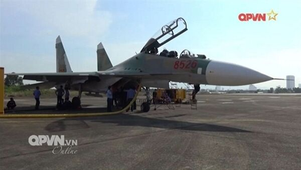 Tiêm kích Su-27UBK 8526 khi vừa trải qua đại tu sửa chữa lớn tại nhà máy A32 - Sputnik Việt Nam