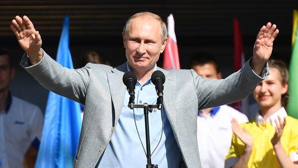 Tổng thống Nga Vladimir Putin thăm Trung tâm thiếu nhi quốc tế Artek tại Crưm - Sputnik Việt Nam