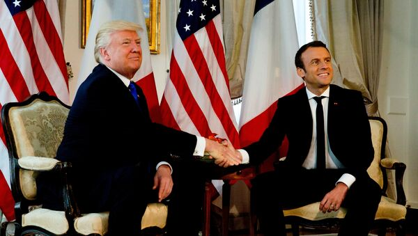 U.S. President Donald Trump (L) shakes hands with French President Emmanuel Macron before a working lunch ahead of a NATO Summit in Brussels, Belgium, May 25, 2017. - Sputnik Việt Nam