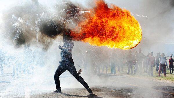 Ảnh của nhiếp ảnh gia Nam Phi Fandulvazi Djaiklo Biểu tình ở Grabouw - Sputnik Việt Nam