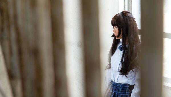 Азиатская девушка у окна - Sputnik Việt Nam