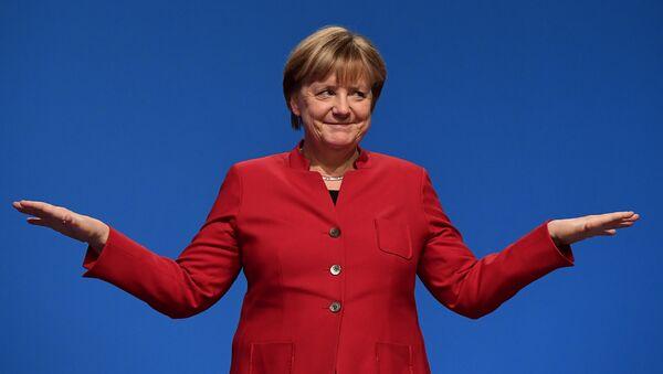 German Chancellor Angela Merkel gestures after addressing delegates during her conservative Christian Democratic Union (CDU) party's congress in Essen, western Germany, on December 6, 2016. - Sputnik Việt Nam