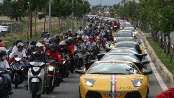 Dàn siêu xe của các đại gia nối đuôi nhau trên đường phố Đà Nẵng ở Car Passion 2011 - Sputnik Việt Nam