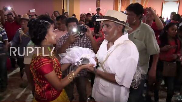 Một thị trưởng của Mexico kết hôn với cá sấu - Sputnik Việt Nam