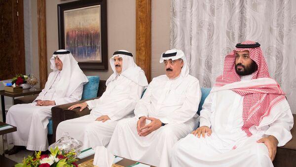 Saudi Deputy Crown Prince Mohammed bin Salman (R) attends a meeting between Emir of Kuwait Sabah Al-Ahmad Al-Jaber Al-Sabah and Saudi Arabia's King Salman bin Abdulaziz Al Saud in Jeddah, Saudi Arabia, June 6, 2017. - Sputnik Việt Nam