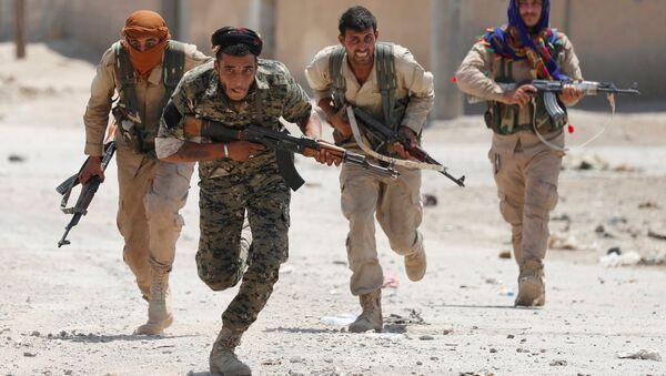 Syria. Thành phố Raqqa. Binh sĩ người Kurd của Đơn vị dân phòng tự vệ. - Sputnik Việt Nam