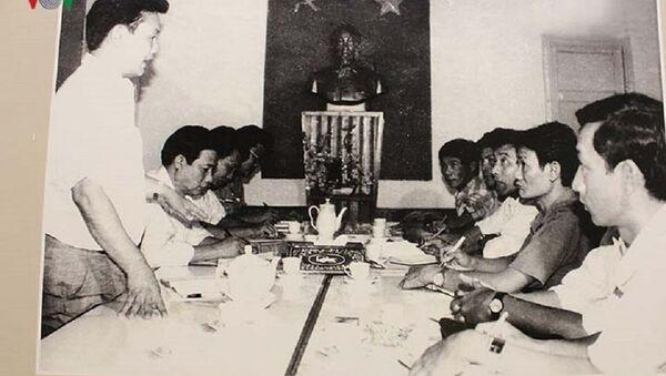 """Ban chuyên án LH90 của Tổng cục An ninh họp bàn kế hoạch đấu tranh chống """"Chiến dịch Đông Xuân"""" của tổ chức phản động """"Liên đảng Cách mạng Việt Nam"""", tháng 2/1993. - Sputnik Việt Nam"""