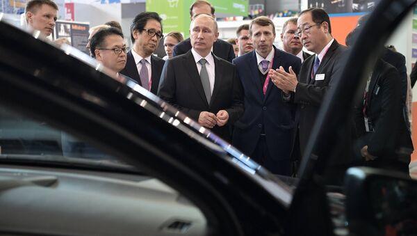 Tổng thống Nga Vladimir Putin tham gia triển lãm Innoprom-2017 - Sputnik Việt Nam