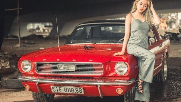 Chân dài Việt thả dáng sexy bên Ford Mustang hàng hiếm - Sputnik Việt Nam