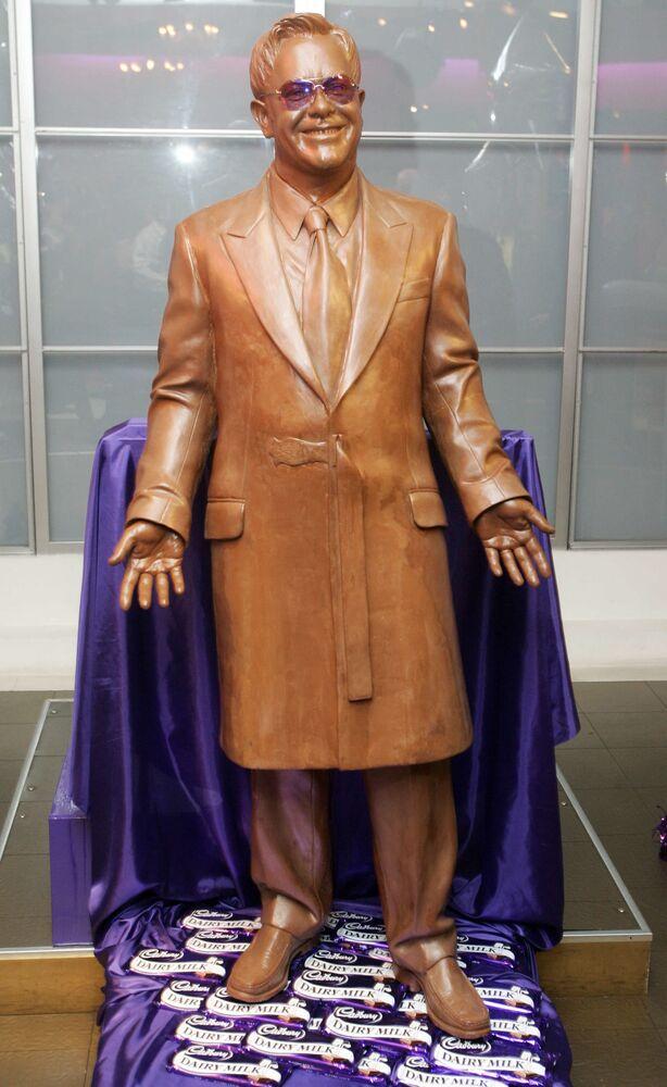 Tượng sô cô la của Elton John tại bảo tàng Madame Tussauds