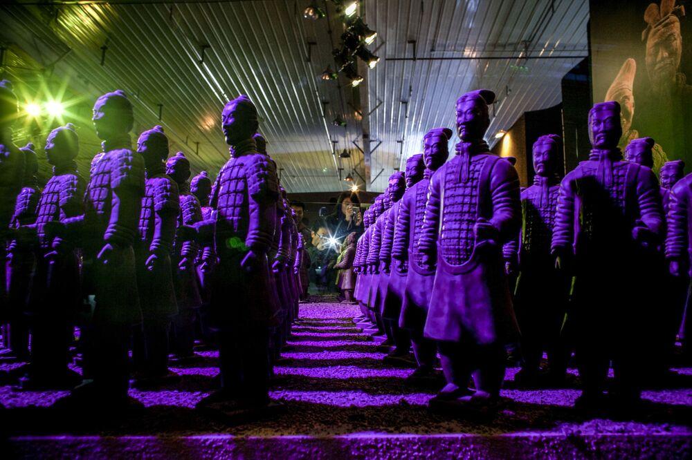 Chiến binh Trung Quốc làm bằng sô cô la