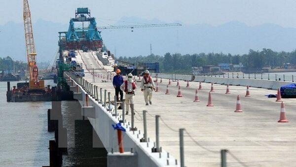 Trên công trường xây dựng cầu Tân Vũ-Lạch Huyện. - Sputnik Việt Nam