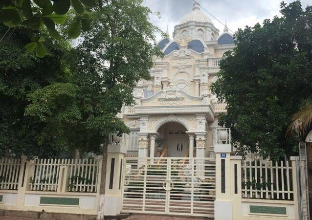 Tòa lâu đài đồ sộ và bề thế được Chủ nhiệm UBKT tỉnh ủy Sơn La xác nhận người sở hữu là em trai