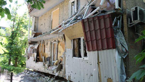 Ngôi nhà bị phá hủy bởi đạn pháo của các lực lượng an ninh Ucraina - Sputnik Việt Nam