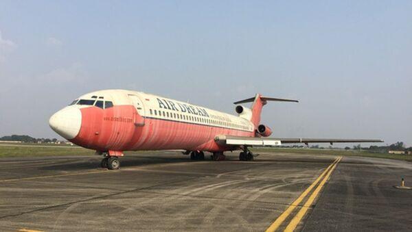 Chiếc máy bay vô chủ bạc màu rất nhiều sau khi dãi nắng dầm mưa suốt 10 năm - Sputnik Việt Nam