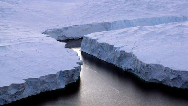 Tảng băng nứt ở Nam Cực. - Sputnik Việt Nam