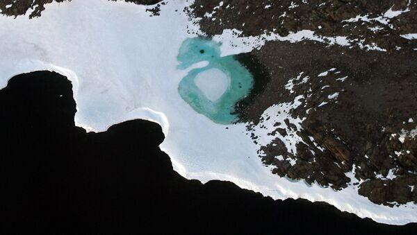 Hồ được hình thành do tuyết tan ở Nam Cực. - Sputnik Việt Nam