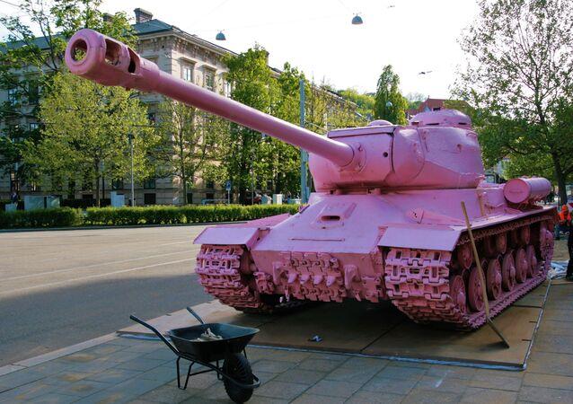 Xe tăng màu hồng