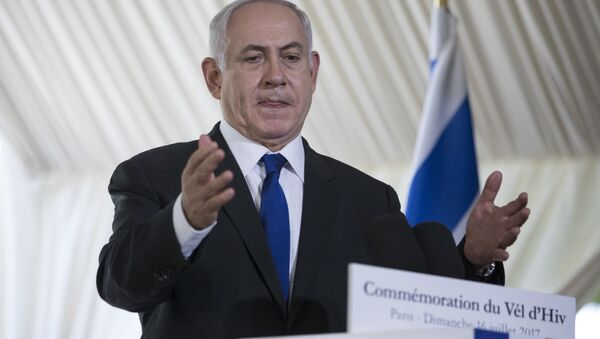 Israeli Prime Minister Benjamin Netanyahu gestures as he delivers a speech during a ceremony commemorating the 75nd anniversary of the Vel d'Hiv roundup, Sunday, July 16, 2017 in Paris - Sputnik Việt Nam