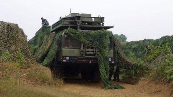 Hệ thống S-300PMU1 được ngụy trang bằng lưới Việt Nam sản xuất. - Sputnik Việt Nam