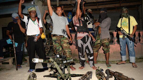 Abu Misry Mama, phát ngôn viên của Đội chiến đấu Tự do Hồi giáo Bangsamoro (BIFF), một nhóm của Mặt trận Giải phóng Hồi giáo Moro (MILF) vẫn muốn độc lập ở đảo Mindanao vào ngày 28 tháng 3 năm 2014 - Sputnik Việt Nam