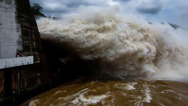 Nhà máy thủy điện Hòa Bình xả nước sau bão - Sputnik Việt Nam