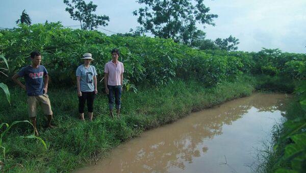 Khu vực rãnh nước nơi phát hiện bé N. đã tử vong. - Sputnik Việt Nam