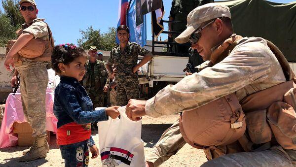 Trung tâm Nga về hòa giải các bên tham chiến cung cấp viện trợ nhân đạo đến  tỉnh Quneitra của Syria. - Sputnik Việt Nam