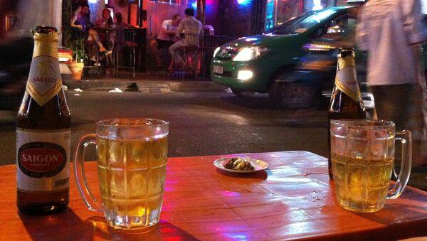 Bia tại quán ăn Việt Nam - Sputnik Việt Nam