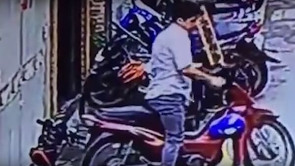 Cảnh chiếc xe đạp của Rita bị trộm trong tích tắc - Sputnik Việt Nam