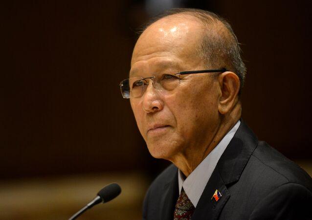 Bộ trưởng Bộ Quốc phòng Philippines Delfin Lorenzana