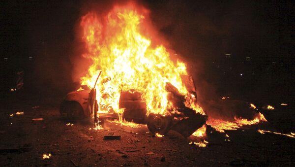 Горящий автомобиль после взрыва в Анкаре - Sputnik Việt Nam